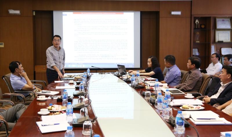 Ông Nguyễn Thế Chinh  - Giám đốc Ban Bất động sản TCT báo cáo tại cuộc họp